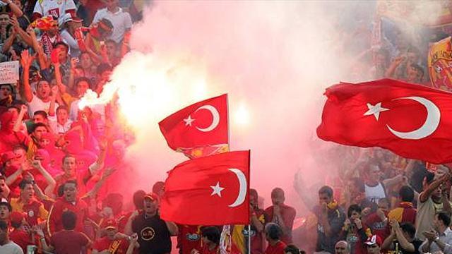 Galatasaray players boycott training