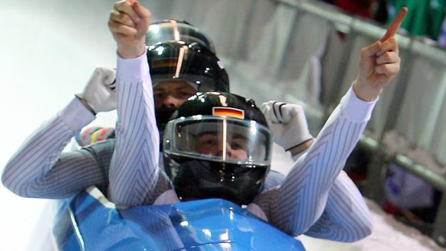 Alemania vence en la prueba de bobsleigh-4