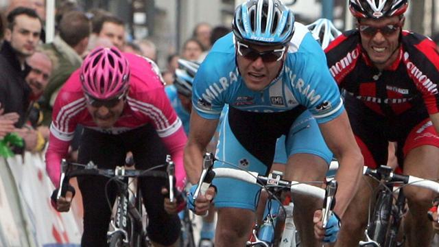 Petacchi dominates sprint