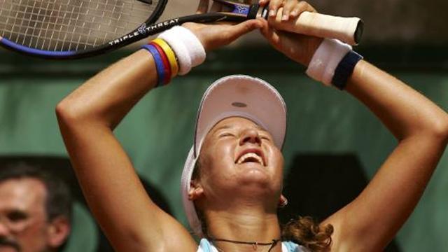 Peer upsets Myskina to win Istanbul
