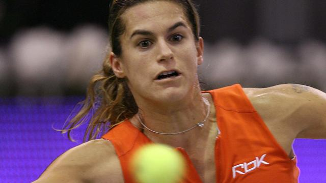 Mauresmo makes it