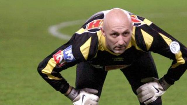 Barthez is Nantes penalty hero