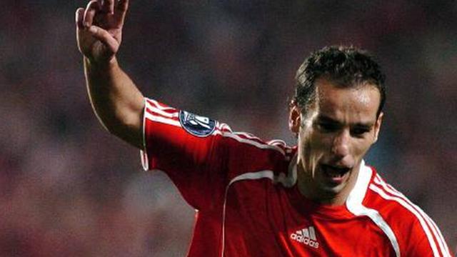 Benfica keep hopes alive