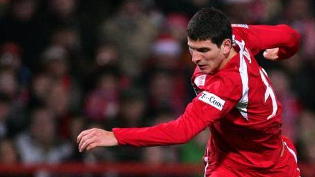 Gomez signs on at Stuttgart