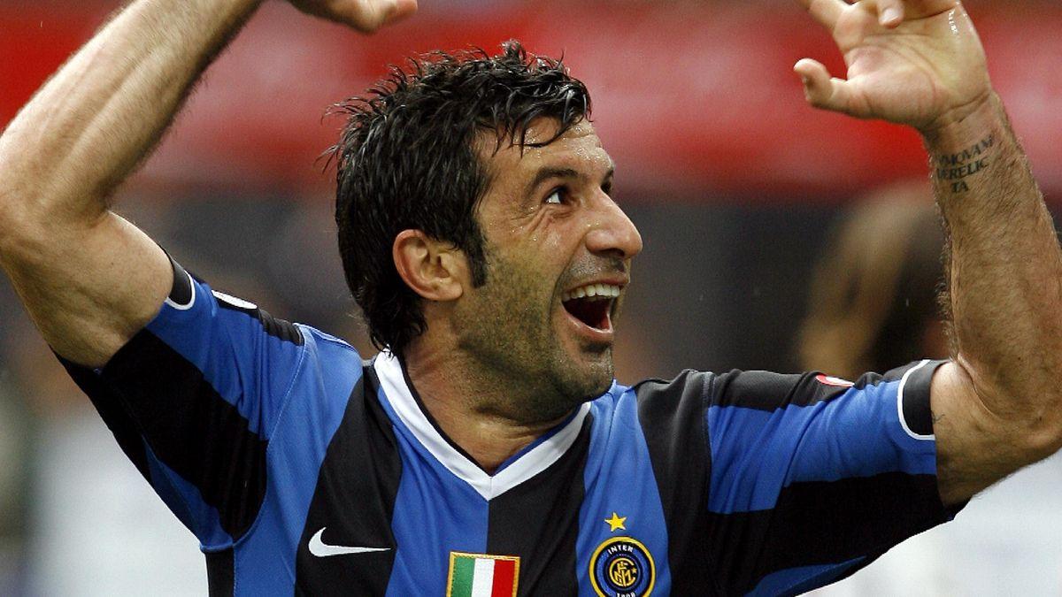 Luis Figo esulta dopo un gol con l'Inter (LaPresse)