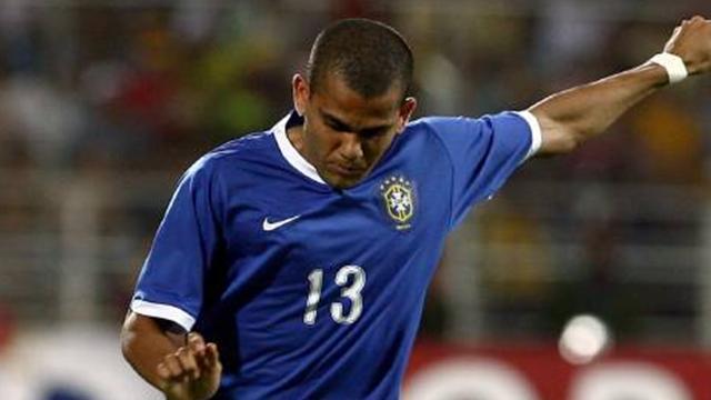 Alves courts Chelsea move