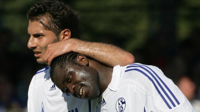 Schalke crush Trier