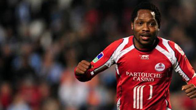 Makoun à Lyon, Perrin s'en va
