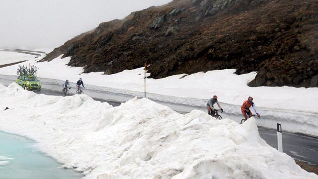 Снежная пауза. 19-й этап «Джиро» отменен из-за непогоды