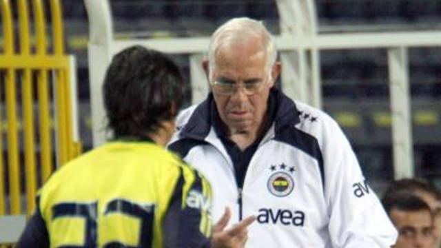 Aragonés, de cuestionado a líder de la liga
