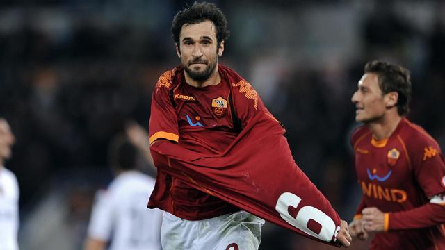 Vucinic sends holders Roma through