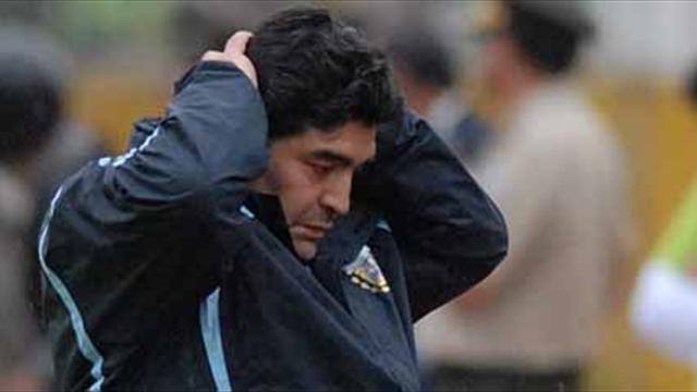 Argentina y Maradona no levantan cabeza