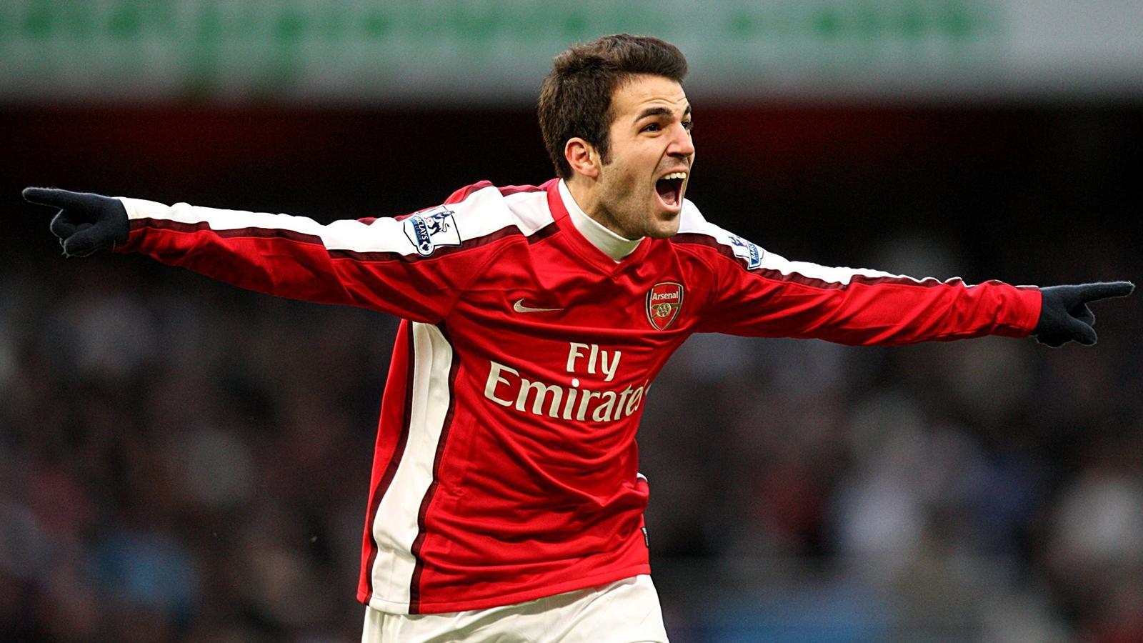 Arsenal Fans Tear Down Cesc Fabregas Banner At Emirates