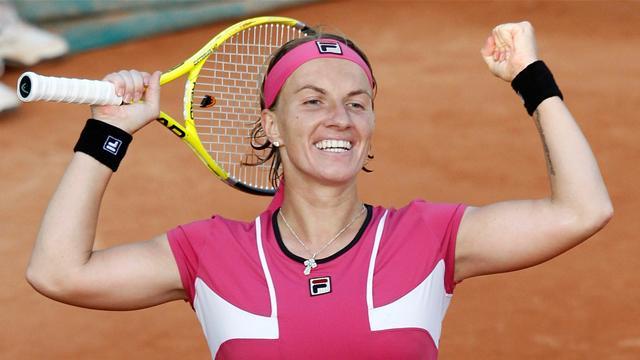 Kuznetsova survives scare in Paris