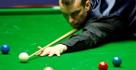 Snooker-Davis inflicts more woe on Selby
