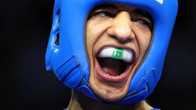 Amir Khan's brother turns pro