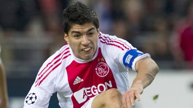 Suarez suspended by Ajax for bite