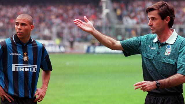 """Ceccarini torna sullo scontro Iuliano-Ronaldo: """"Non avrei dato il rigore neanche con la VAR"""""""