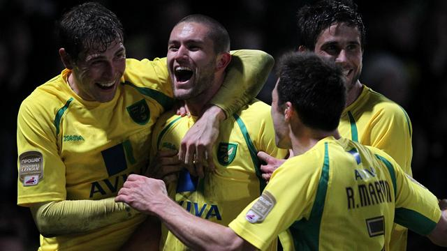 Norwich go second with late win