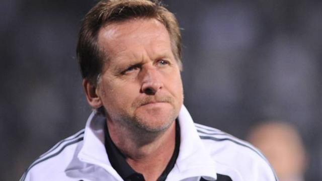 Schuster no puede con la presión y dimite