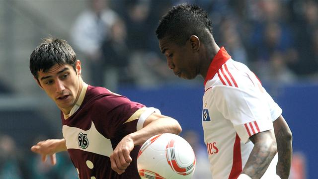 Hanover keep pressure on Bayern