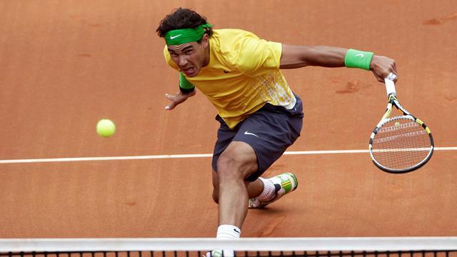 Nadal eases into Barcelona semis