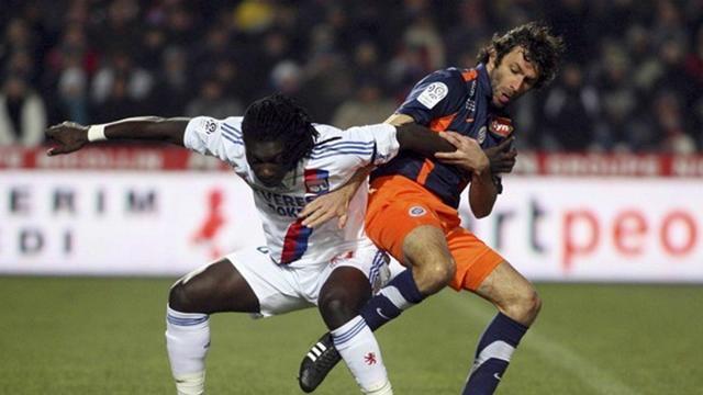 Pitau stays at champions Montpellier