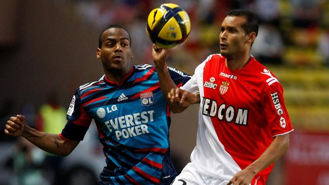FOOTBALL 2011 Lyoçn-Monaco (Briand et Adriano)