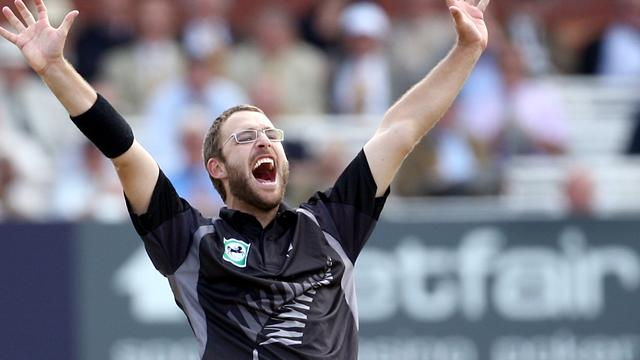 Vettori signs long deal with Brisbane