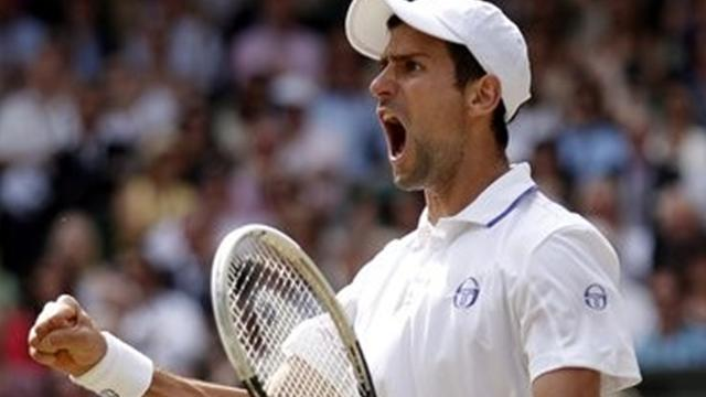 Djokovic breezes through at Wimbledon