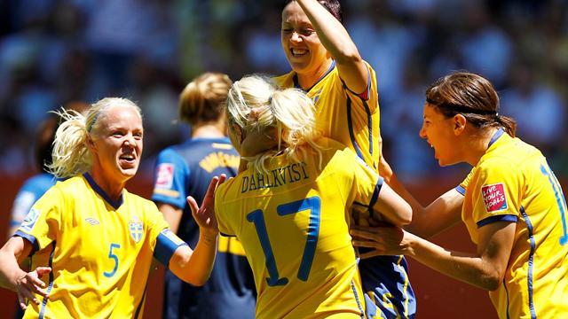 Sweden beat fragile Aussies