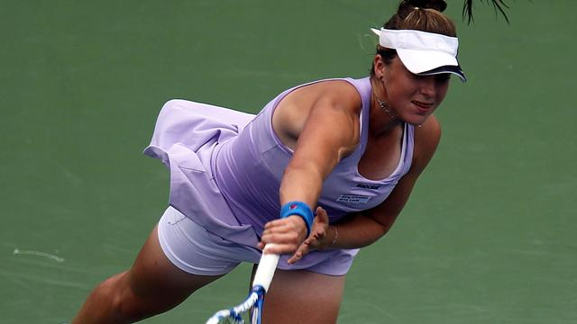 Tennis star hits 25 double faults, wins in straight sets