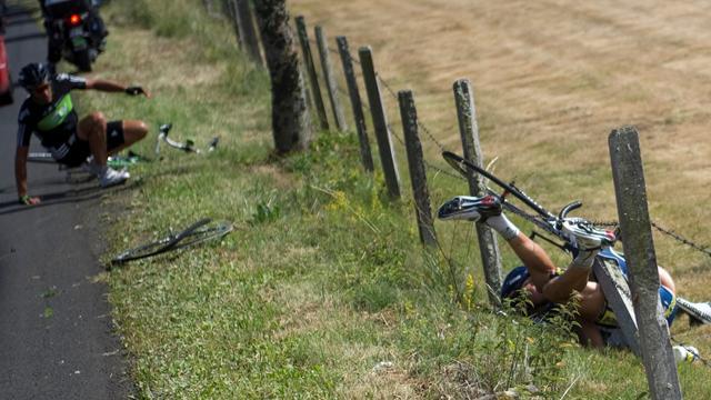 Horror-Sturz bei der Tour 2011: Hoogerland landet im Stacheldraht