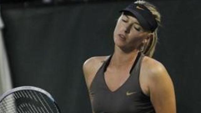La caviglia tradisce la Sharapova