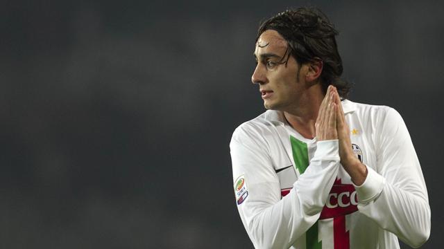 Aquilani 'staying at Liverpool'