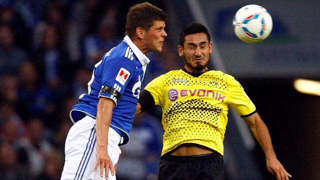 Schalke to keep hold of Huntelaar