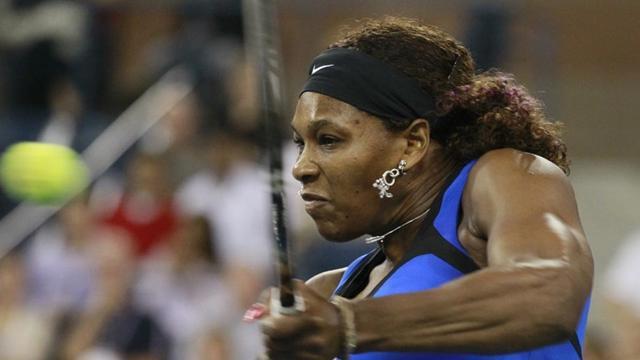 Serena powers past Wozniacki