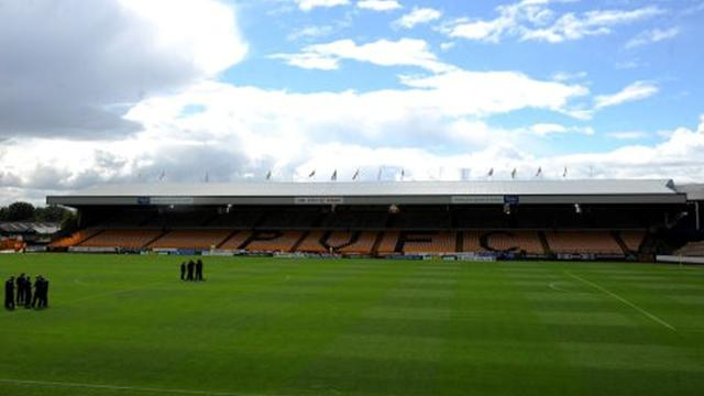 Davis commits to Port Vale