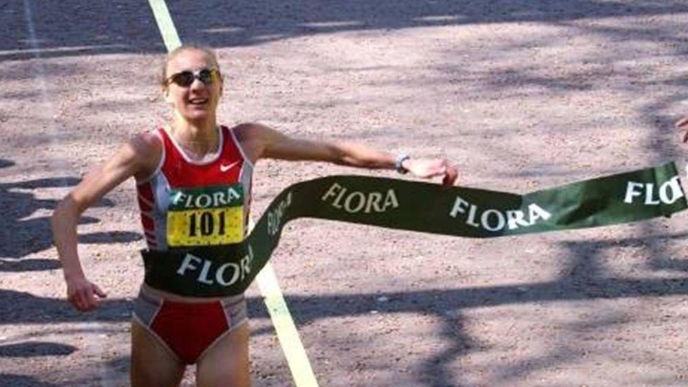 Paula Radcliffe breaks the world marathon record in 2003