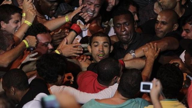 Brilliant Aldo stops Mendes in Rio