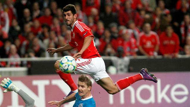 Benfica ease into last eight
