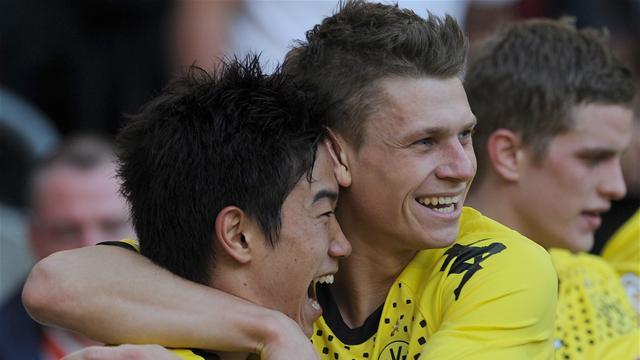 Leaders Dortmund hammer Cologne