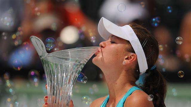 Radwanska beats Sharapova in Miami