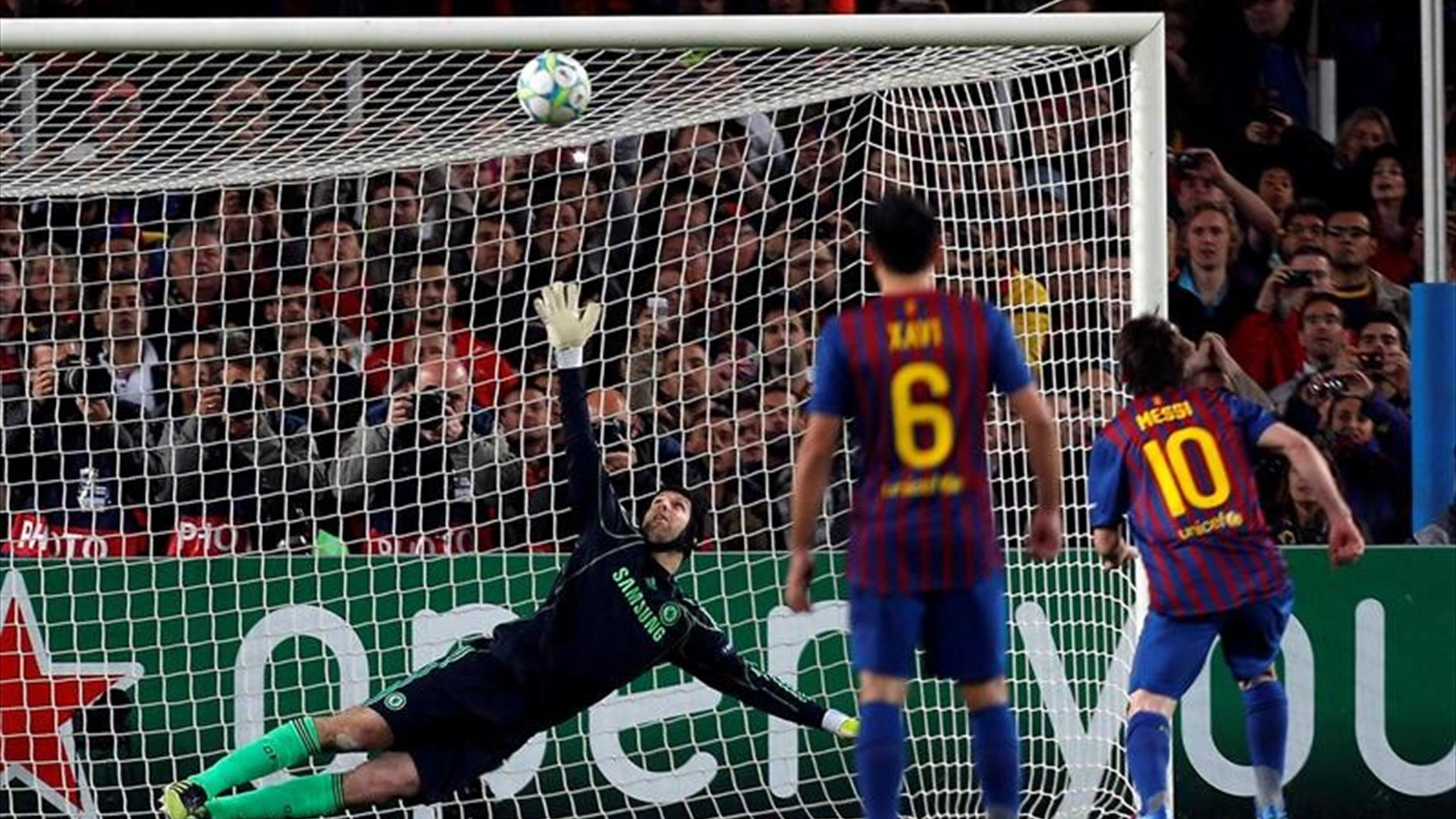 Messi penalti palo Cech