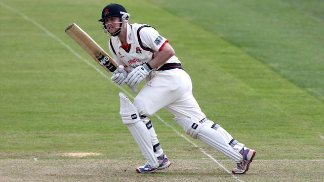 Horton helps Lancashire-Cricket