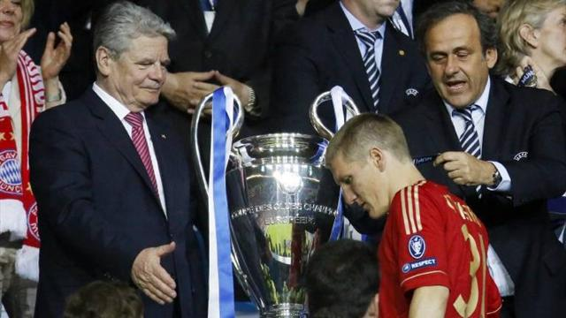 Schweinsteiger apologises to German president