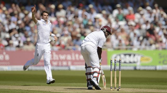 England strengthen rankings grip