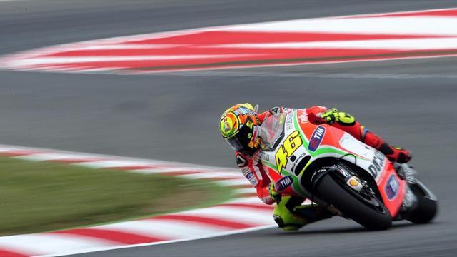 Rossi leads wet opening practice