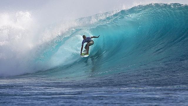Florence shines in huge Fijian surf