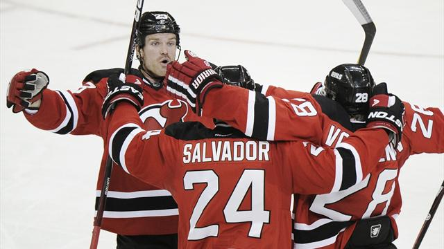 Devils top Kings to extend finals